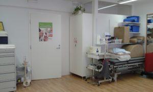 St. Erikin Lääkintävoimistelun vastaanottohuone, jossa välineet toimivaan fysioterapiaan.